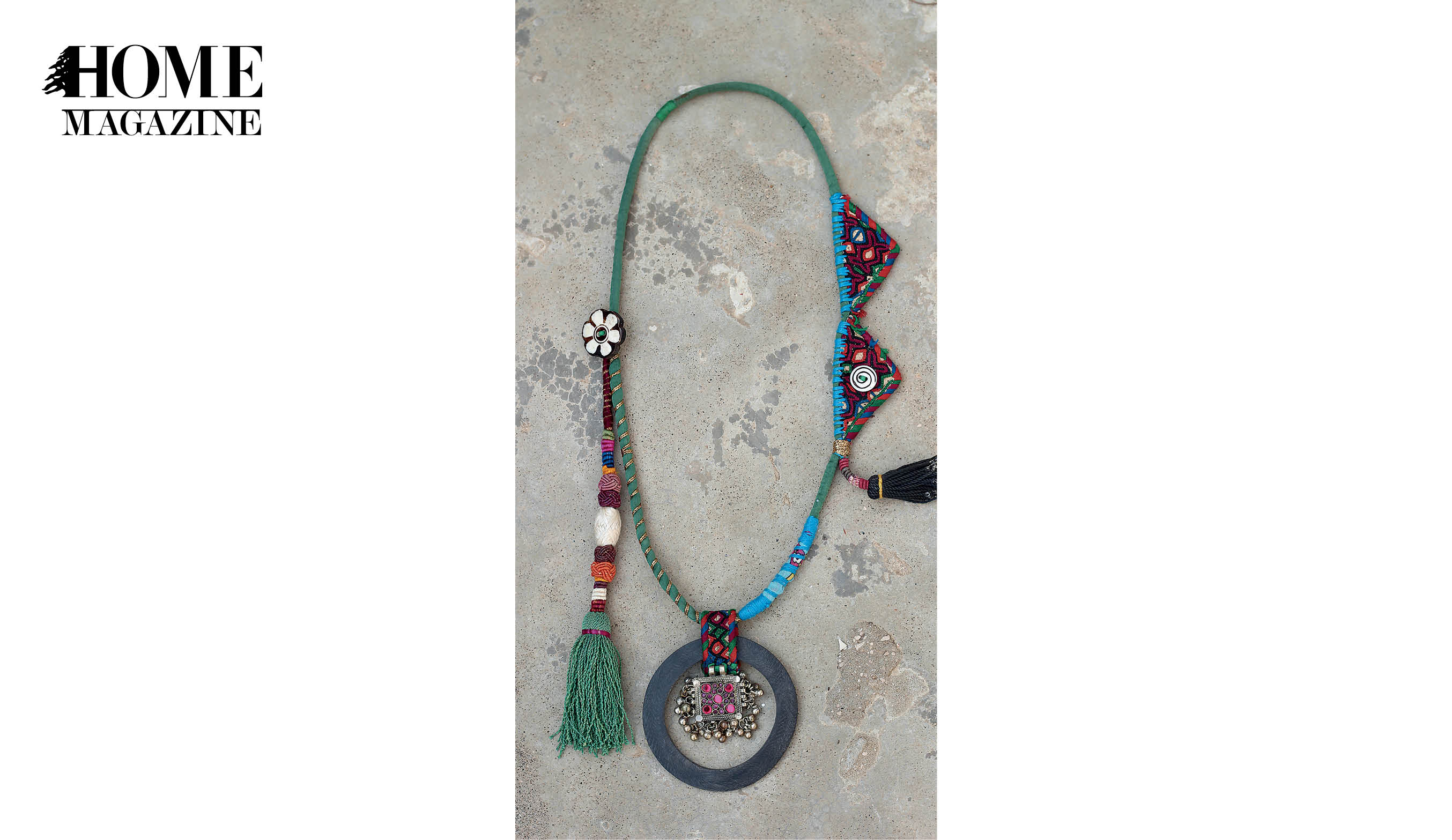 Necklace with round shape and multicolored textile
