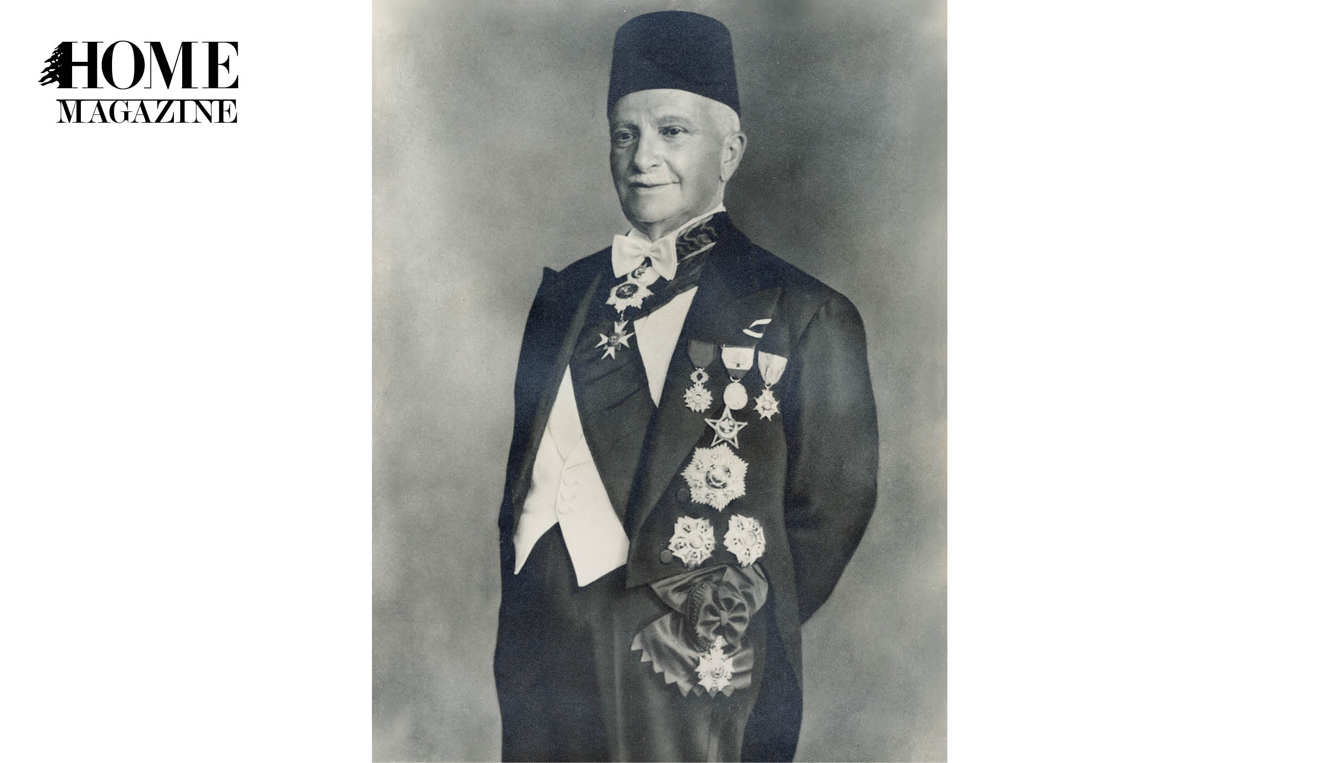 Black and white picture of an old man wearing suit and hat