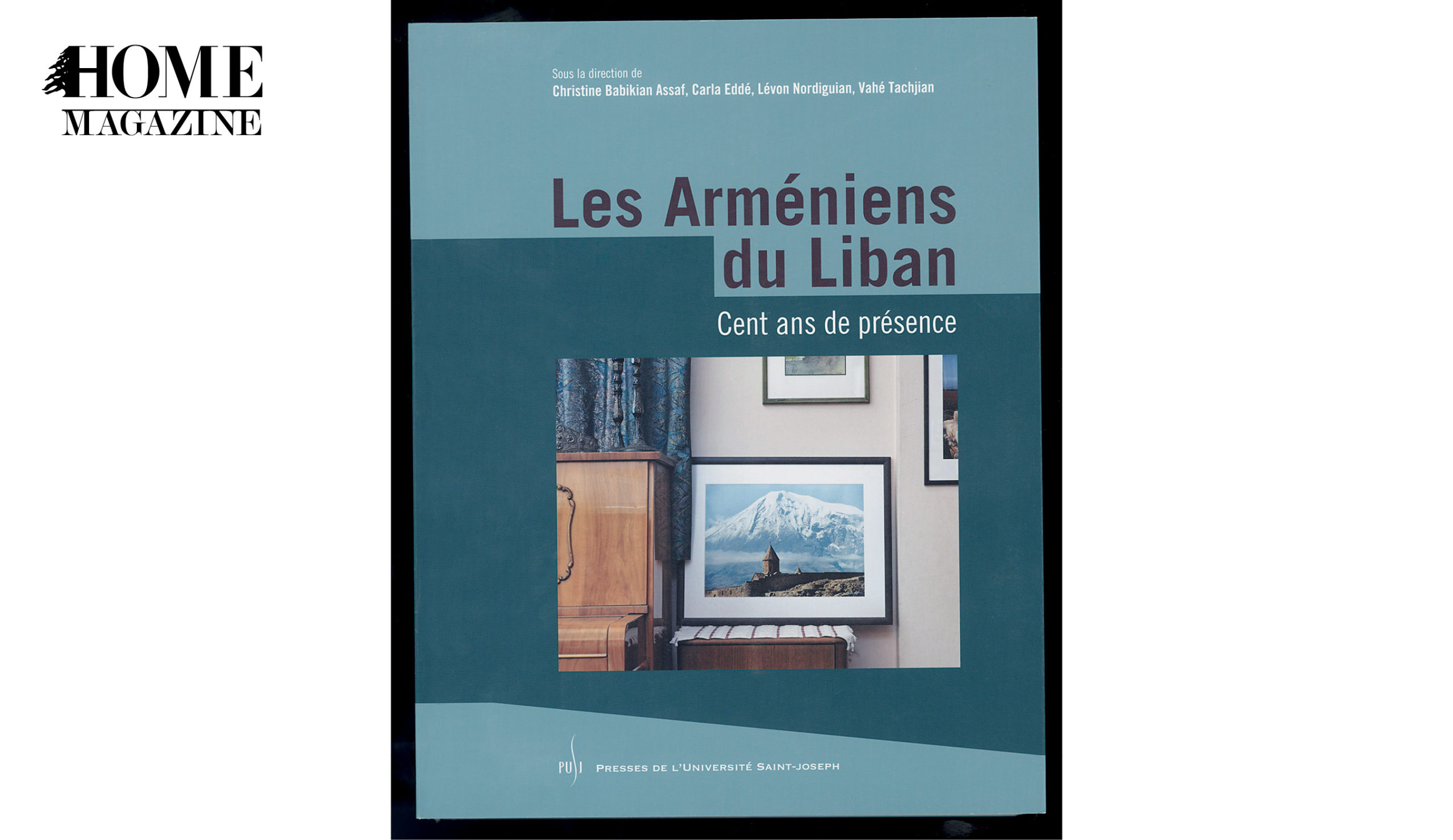 Book with blue cover titles Les Armeniens du Liban